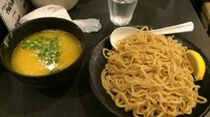 濃厚鶏そば 晴壱 白湯鶏つけそば 中盛り 鶏ユッケごはん¥800、¥200