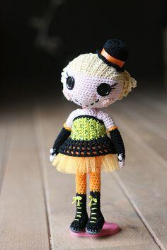 IMG_9697lalaloopsy burlesque by Sheila Amigurumi, via Flickr
