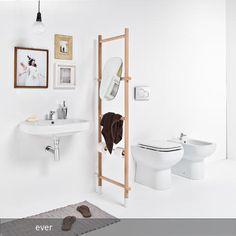 Mit Leiter: Handtuchhalter mit integriertem Spiegel – funktioniert auch als Raumteiler im Badezimmer