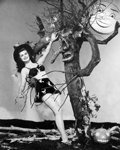 Halloween witch pin up Pat Alphin- c.1946