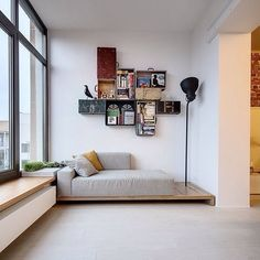 leseecke-gestaltung-wandregale-alte-koffer The Effective Pictures We Offer You About home design gre Home Furniture, Furniture Design, Family Apartment, Studio Apartment, Apartment Design, Diy Sofa, Deco Design, Corner Designs, Home Furnishings