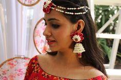 Beautiful fresh flower jewellery for your haldi , mehendi, sangeet or godh bharayi....for ordering call/whatsapp 9566063678 #anooflowerjewellery #mumbaiflowerjewellery #haldijewellery #mehendijewellery #sangeetflowerjewellery #freshflowerjewellery #mumbaijewellery #mumbaifreshflowers #floralornaments #mumbaifloralornaments #redflowerjewellery