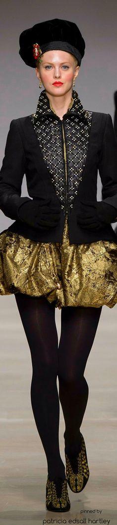 Black & Gold Essence ✦ Rafaella Curiel Couture ~ 2015-16   from my board:  https://www.pinterest.com/sclarkjordan/black-gold-essence/