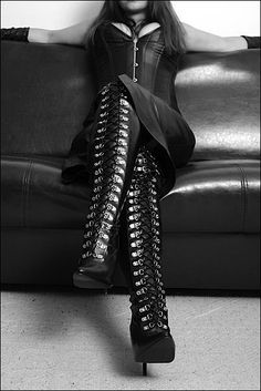 tie up boots ~ worth the look! Thigh High Boots, High Heel Boots, Heeled Boots, High Heels, Platform Boots, Knee Boots, Botas Sexy, Sexy Boots, Tall Boots