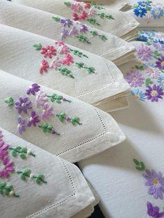Beautiful Vintage hand embroidered Daisy burst