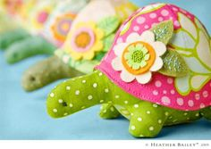 -Henrietta Turtle Pincushion - by Heather Bailey- Pattern - $16.00 : Fabric Patch, Patchwork Quilting fabrics, Moda fabric, Quilt Supplies, Patterns