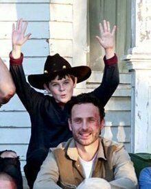 Walking Dead Tv Show, Walking Dead Memes, Fear The Walking, Chandler Riggs Shirtless, Riggs Chandler, Carl Grimes, Twd Memes, Stuff And Thangs, Andrew Lincoln