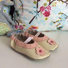 Weiche Lederschühchen #shoemimicsbarefeet #Baby #Schühchen #Krabbelschuhe #Hausschuhe #Puschen #Babyschühchen