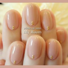 Nude nails with gold in the moons minimalist nails Nude Nails, Nail Manicure, Gel Nails, Nail Polish, Classy Nails, Stylish Nails, Simple Nails, Minimalist Nails, Privates Nagelstudio