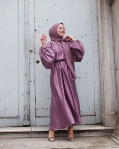 Discover recipes, home ideas, style inspiration and other ideas to try. Casual Hijab Outfit, Hijab Dress, I Dress, Casual Dresses, Trendy Dresses, Dress Long, Muslim Fashion, Modest Fashion, Hijab Fashion