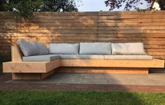 Heerlijke loungebank voor in de tuin | tuin inspiratie | tuinmeubels | grote hoekbank voor buiten | tuinset | maatwerk | VanStoerHout