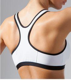 Pensez à mettre un soutien-gorge adapté lorsque vous faites du sport, cela soutiendra beaucoup mieux votre poitrine et empêchera les douleurs. Lingerie, Sports, Fashion, Excercise, Bra, Thinking About You, Hs Sports, Moda, Fashion Styles