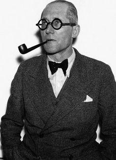 le corbusier smoking pipe. hot.