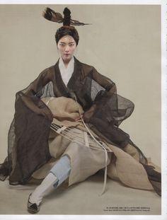 Korean Culture Fashion- Appreciate the Hanbok Ethnic Fashion, Asian Fashion, Trendy Fashion, Fashion Art, Trendy Style, Korean Traditional Dress, Traditional Fashion, Traditional Dresses, Vogue Korea