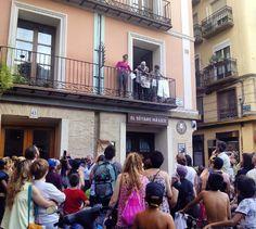 El teatro comunitario llenando de color, música y letras reivindicativas las calles del Casco Viejo #zaragoza