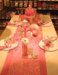 Communie en lentefeest: collectie 2016 - inspiratie voor meisjes. Tafelbekleding en tafeldecoratie in roze tinten.  #Tafelbekleding #Tafeldecoratie #AvaPapierwaren #AVA #Communie #Lentefeest #ServetVouwen