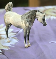 Deborah McDermott... If I could own just one custom model horse, I think it would be this one. Gorgeous!