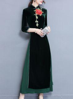 Shop Green Embroidery Improved Cheongsam Maxi Dress at EZPOPSY. Evening Dresses, Women's Dresses, Dresses Online, Fashion Dresses, Cheongsam, Dress Suits, 90s Fashion, Designer Dresses, Clothes For Women