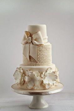 fancy wedding cakes Gold Wedding Cakes Sweet Avenue Cakery: Elegant Ivory and Gold Wedding Cake Fancy Wedding Cakes, Wedding Cake Bakery, Floral Wedding Cakes, Beautiful Wedding Cakes, Fancy Cakes, Beautiful Cakes, Amazing Cakes, Gold Wedding, Floral Cake