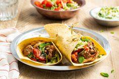 Kip tandoori-wraps van de BBQ - 24Kitchen Wraps, Guacamole, Barbecue, Tacos, Mexican, Dinner, Healthy, Ethnic Recipes, Kitchen