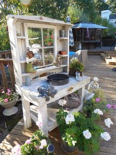 Phenomenal genius and low-budget DIY pallet garden bench for your beautiful . - Phenomenal genius and low-budget DIY pallet garden bench for your beautiful … - Outdoor Potting Bench, Potting Bench Plans, Pallet Garden Benches, Potting Tables, Potting Bench With Sink, Porch Bench, Potting Sheds, Diy Bench, Outdoor Projects