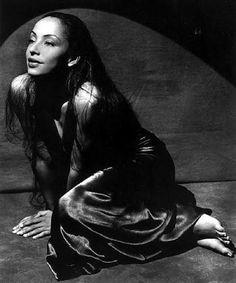 Bellísima y de voz maravillosa Sade Adu