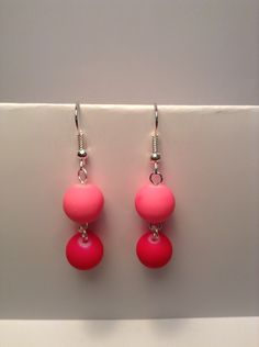 Hot pink beaded earrings by Shaylasjewelrybox on Etsy