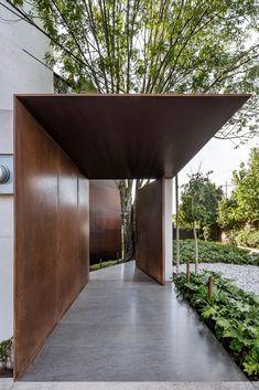 Taller Héctor Barroso designs white Mexico City housing for three brothers - Modern Design Exterior, Facade Design, Door Design, Interior And Exterior, House Design, Interior Modern, Entrance Design, House Entrance, Design Entrée