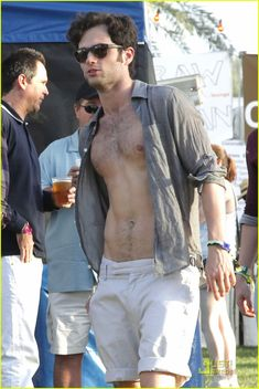 Gossip Girl's Penn Badgley for you today. shirtless, of course (well, almost). Rami Malek Shirtless, Shirtless Men, Indie Festival, Penn Badgley, Hot Actors, Festival Outfits, Festival Clothing, Attractive Men, Gossip Girl