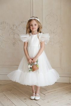 Flower girl dress, White flower girl dress tulle, White flower girl dress, First communion dress Dress Flower, White Flower Girl Dresses, Wedding Dresses For Girls, Tulle Dress, White Dress, Baby Dresses, Vintage Girls Dresses, Dress Wedding, Flower Girl Crown