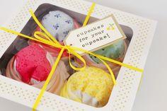 DIY baby onesie cupcakes