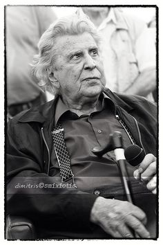 Mikis Theodorakis Famous Black, World Music, Black And White Pictures, Politicians, No One Loves Me, Cyprus, Change The World, Poet, Famous People