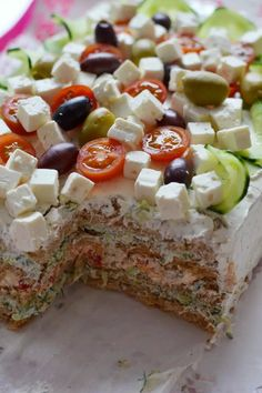 Tzazikivoileipäkakku – Keittiössä, kotona ja puutarhassa | Meillä kotona Savory Pastry, Savoury Baking, I Love Food, Good Food, Yummy Food, Tzatziki, Cake Sandwich, Savory Snacks, Food Inspiration