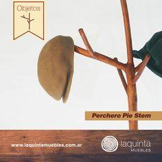 Los objetos de Laquinta Muebles están hechos con la materia prima más noble y natural. Son artesanales, originales y únicos en su forma. Hoy te presentamos el Perchero Pie Stem, ¡súper útil para colocar las prendas de tus invitados!
