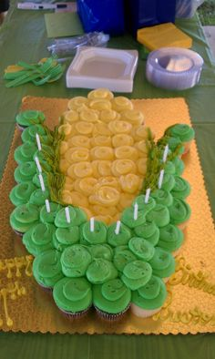 Ear of Corn Cupcake Cake