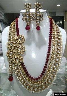 Extremely beautiful Kundan Pendant will catch your eye from a distance.