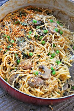 Super creamy, rich and delicious. This vegan mushroom tetrazzini is a one pot wonder! The ultimate in comfort food, that just so happens to be vegan! Vegan Recipes Videos, Beef Recipes, Vegetarian Recipes, Healthy Recipes, Pasta Recipes, One Pot Vegetarian, Online Recipes, Cabbage Recipes, Healthy Foods