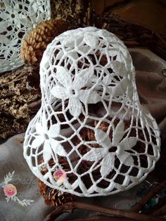 Crochet art and craft Knit Christmas Ornaments, Crochet Ornaments, Crochet Snowflakes, Christmas Knitting, Christmas Crafts, Crochet Art, Crochet Crafts, Crochet Doilies, Sewing Crafts