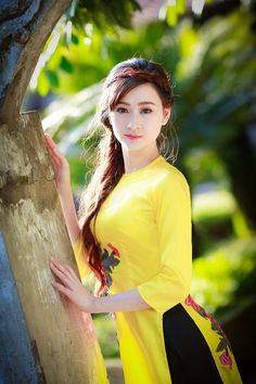 duyen14 Vietnamese Traditional Dress, Vietnamese Dress, Traditional Dresses, Ao Dai, Moda China, Vietnam Girl, Circle Dress, Beautiful Asian Women, Asian Woman