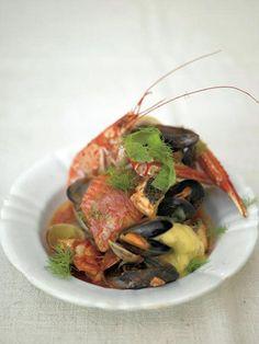 Пасхальные рецепты. Тушеная рыба и морепродукты  Как готовится вкуснейшая тушеная рыба с морепродуктами, споет нам Джейми со своими друзьями в стиле рэп! Такие вкусные и веселые пасхальные рецепты тут у нас!  Да-да, это не описка! Именно споет нам Джейми и его команда — сотрудники и друзья!