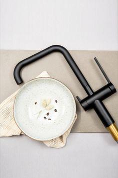 Hanan hankinta edessä? Yhdistä Lapetek Lino-A -hana esimerkiksi mattamustan Silgranit-altaan kanssa tai kauniin kontrastin luomiseksi vaaleampien sävyjen kanssa. #lapetek #keittiöhana #hana #keittiöallas #marmori #mattamusta #musta #silgranit #blanco