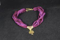 Gargantilla seda con arbol de la vida en oro mate. Puedes elegir el color de la cinta dentro de nuestra web. www.greenlily.es