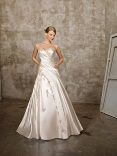 (FITS0254926)A-line Sweetheart  Applique  Sleeveless Chapel Train Satin Wedding Dresses For Brides