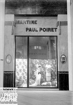 """Vitrine """"Martine"""" du couturier Paul Poiret, Paris, Grand-Palais, 1924."""