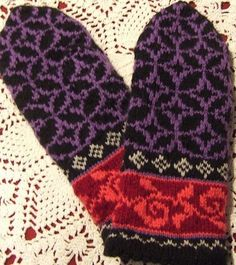 No-More-Humdrum Mittens Patterns: Tiffany mittens Knitted Mittens Pattern, Knit Mittens, Knitted Gloves, Knitting Socks, Hand Knitting, Knitting Charts, Knitting Patterns, Fingerless Mitts, Yarn Shop