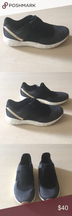 df62a7c2ccaa Reebok Deluxe Slip LQ lifestyle shoe Low cut Reebok slip-on casual shoe.  Upper