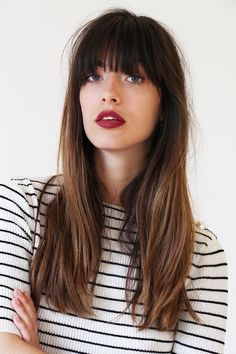 haircut : frange et cheveux longs Bouche rouge bordeaux Hair in how to cut thick bangs for thin hair - Thin Hair Cuts Wispy Bangs, Long Hair With Bangs, Long Wavy Hair, Thick Bangs, Hair Bangs, Blunt Bangs, Short Bangs, Fringe Bangs, Side Bangs Hairstyles