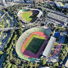 Estadio Olímpico  Fotografía cortesía de @renatoyanez  #LacuadraU #GaleriaLCU #Caracas #Estadio #Deportes #Felizmartes #Martes