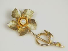 Vintage Gold Tone Flower Brooch Faux Pearl Center | thefashiondenblog