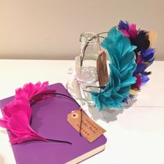 tocado azul klein y fucsia - Buscar con Google Fascinator, Headpiece, Headdress, African Hats, Mad Hatter Hats, Baby Hair Clips, Cute Little Things, Dress Hats, Floral Crown